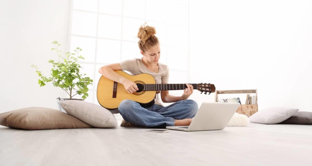 Choisir la guitare pour se mettre à la musique